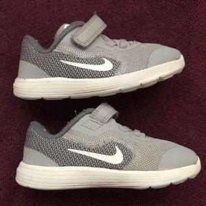 Nike toddler shoes 8c